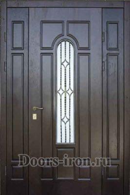 Широкая входная дверь с добавками по бокам