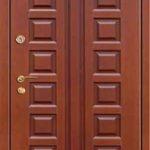 Металлическая дверь с отделкой мдф красно коричневого цвета