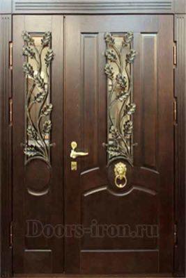 Широкая входная дверь массив ясеня со стеклом и ковкой