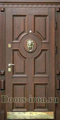 Входная дверь массив дерева желтовако коричневого цвета
