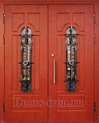 Входная двустворчатая дверь красного цвета
