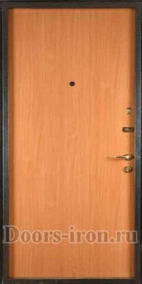 Входная лиминированная дверь желтовато оранжевого цвета