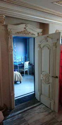 Белая дверь в квартиру вип класса