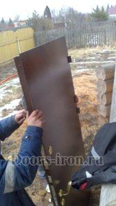 Металлическая дверь с порошковым напылением для дома