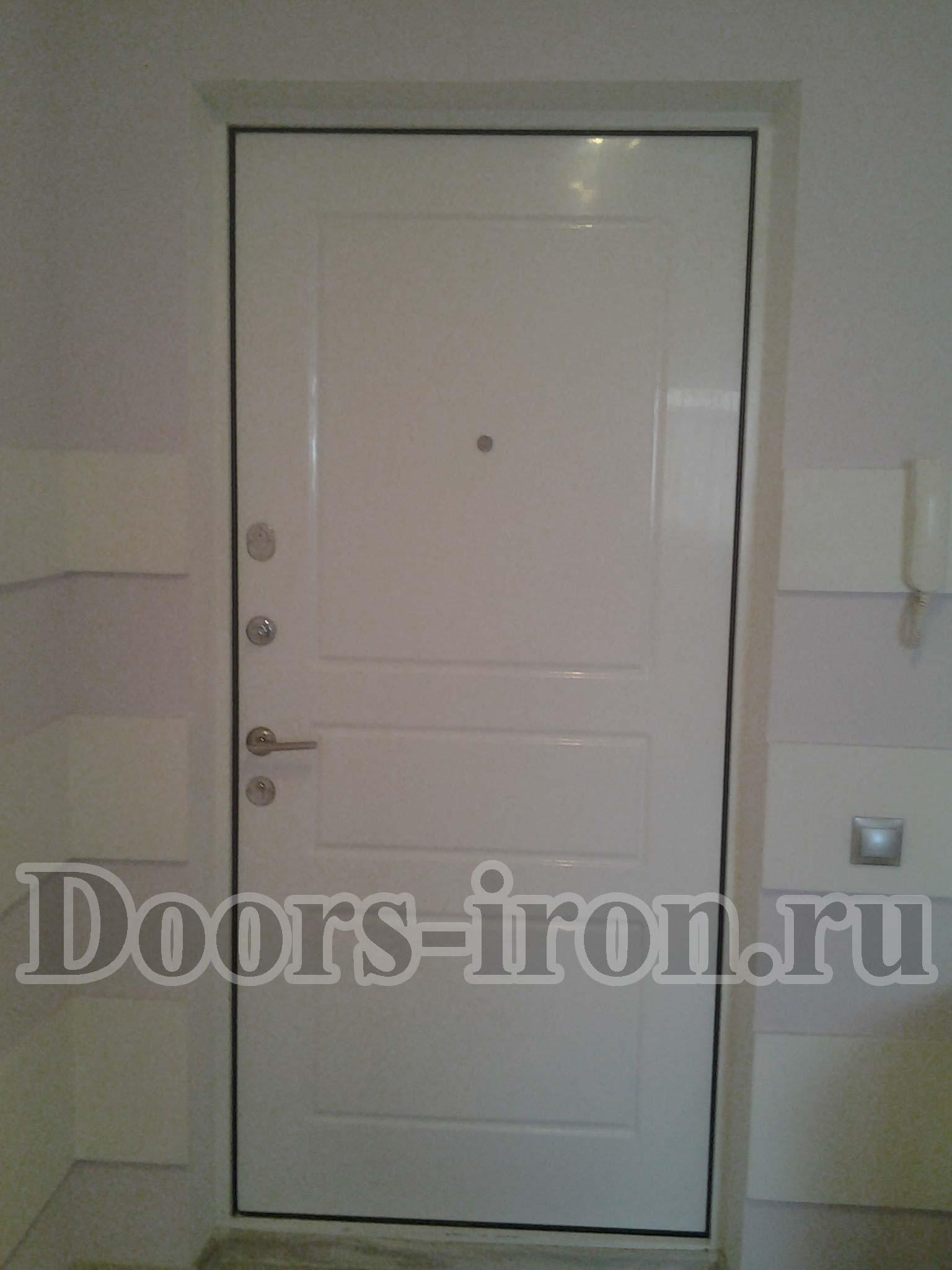 Белая металлическая дверь отделкой МДФ