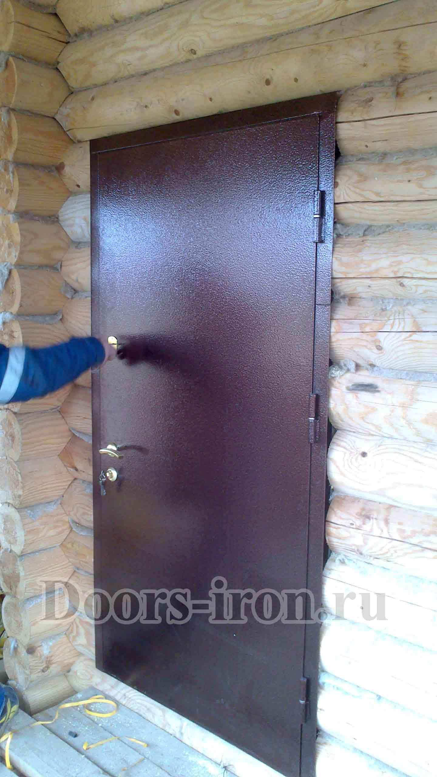Установка металлической двери с порошковым напылением