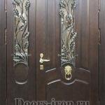 Дверь парадная двустворчатая из ценных пород дерева с элементами ковки и витражным стеклом