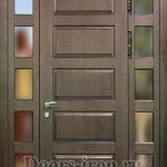 Дверь парадная одностворчатая с добавками по боками и зеркалом