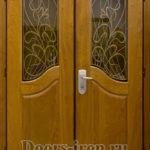 Дверь парадная двустворчатая со стеклом и ковкой