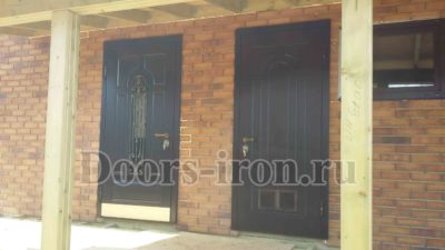 Элитная входная дверь коричневого цвета