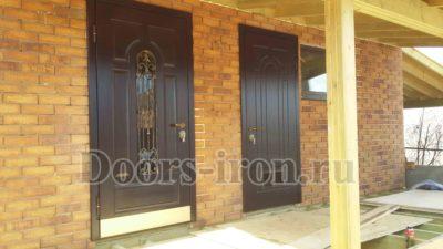 стальные двери в коттедж