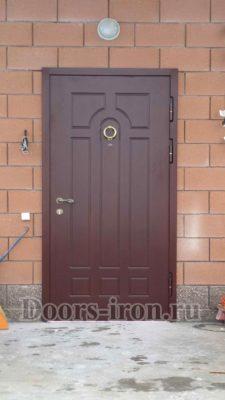 Входная металлическая дверь для частного загородного дома