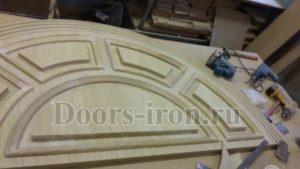 Арочные элементы для парадной трехстворчатоы двери