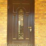 Металлическая дверь МДФ со стеклом и ковкой