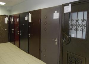 Рис. 1 Входные двери с порошковым покрытием
