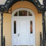 Рис. 1 Парадные двери