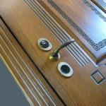 Рис. 2 Филенчатая облицовка из массива для металлических дверей