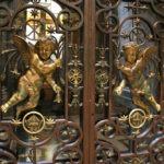 Рис. 2 Кованные элементы дверей