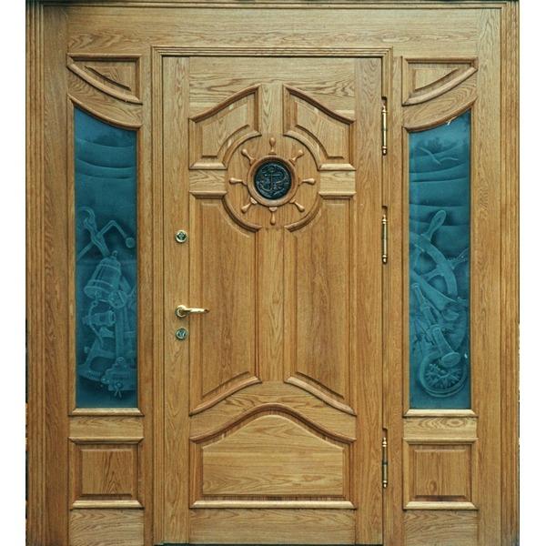 входная дверь в загородный дом из массива дерева