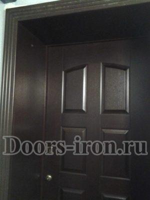 Темно бордовые откосы на входную дверь