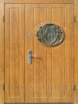 Двухстворчатая дверь с круглым стеклом и ковкой