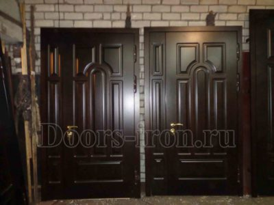 Входная дубовая двустворчатая дверь склад некондиции