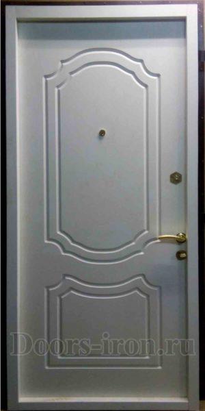 Входная дверь с отделкой мдф белая