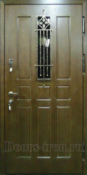 Входная дверь с прямоугольным стеклом и ковкой