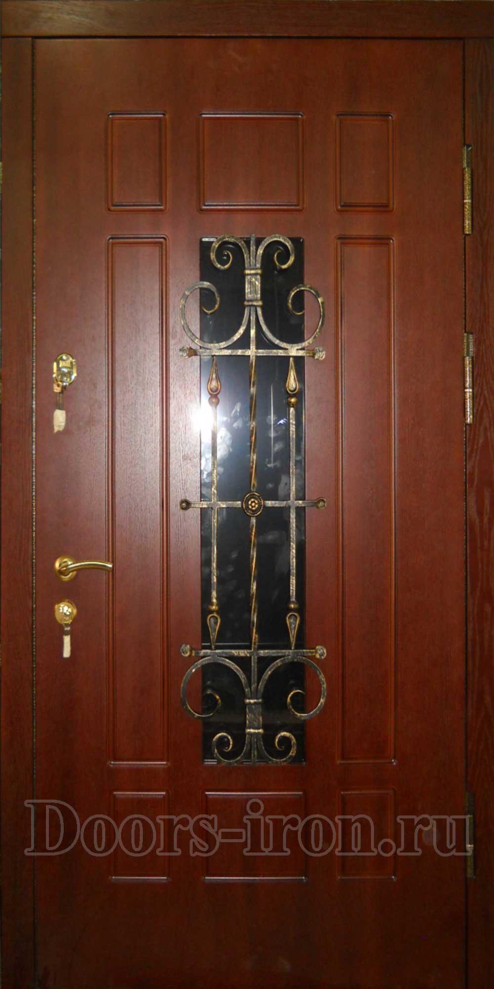Дверь для загородного дома со стеклом и ковкой