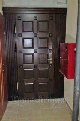 Деревянная дверь в тамбур