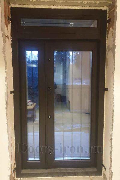 Двустворчатая полуторная дверь со стеклом и фрамугой