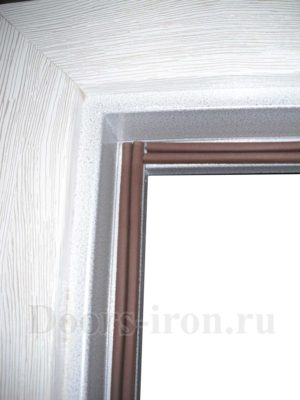 Контур уплотнения на металлической входной двери