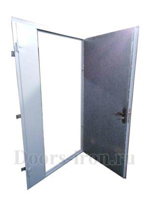 Двустворчатая стальная дверь в тамбур