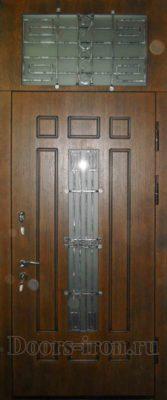 Высокая входная дверь