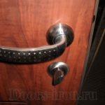 Входная двустворчатая ламинированная дверь