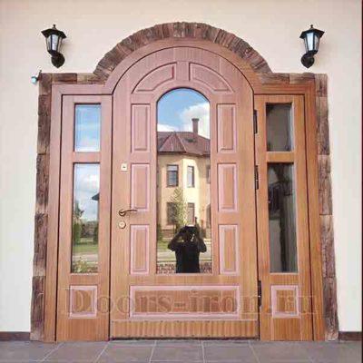 Большая арочная дверь