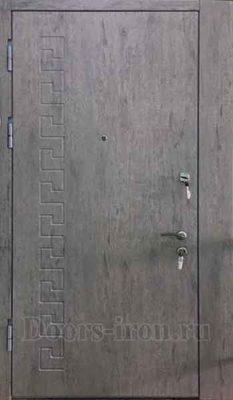 Дверь в квартиру с установкой