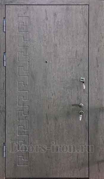 Входная дверь в квартиру с добавкой сбоку