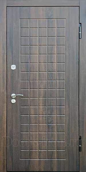 Входная дверь со стеклом изнутри