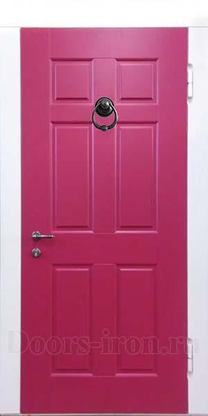 Входная дверь красного цвета с кольцом для стука