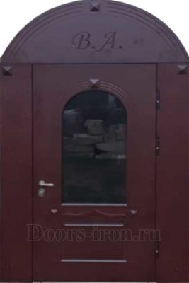 Широкая арочная металлическая дверь цвета баклажан