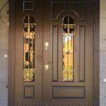 Входная двустворчатая металлическая дверь со стеклом