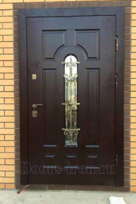 Входная стальная дверь в кирпичный дом