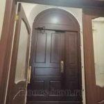 Металлическая входная арочная дверь с доводчиком