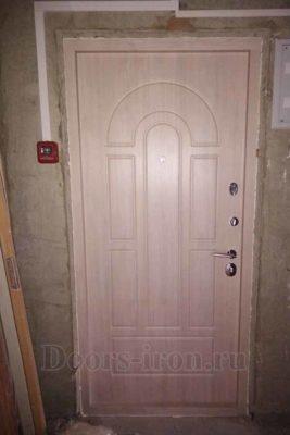 Стальная дверь для квартиры вид изнутри