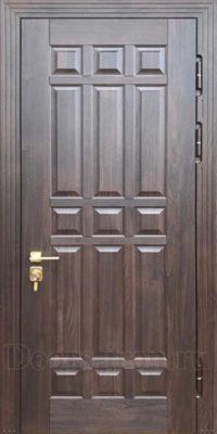 Входная филенчатая дверь