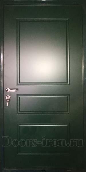 Зеленая металлическая дверь с отделкой мдф