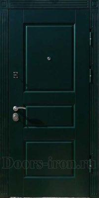 Темно зеленая входная дверь
