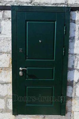 Зеленая входная дверь с отделкой мдф