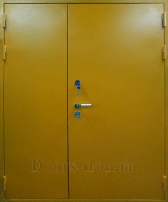 Двустворчатая противопожарная дверь медно-желтого цвета